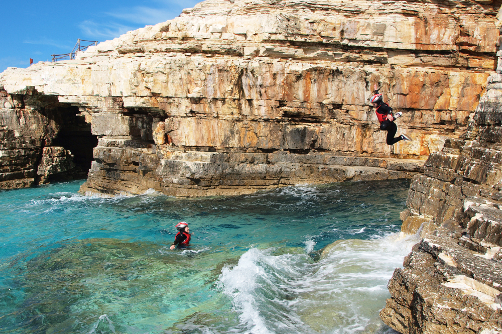 sport-klippen-springen-klettern-brandung-strand-istrien-pool-villa-exclusive-living-tar-kroatien-urlaub